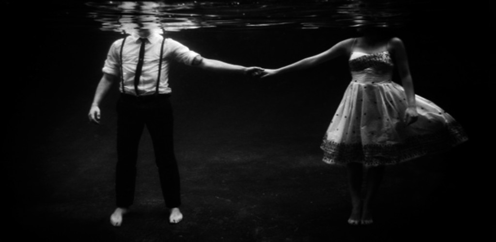 É difícil amar por dois, oferecer a alguém o que não tenho nem para mim